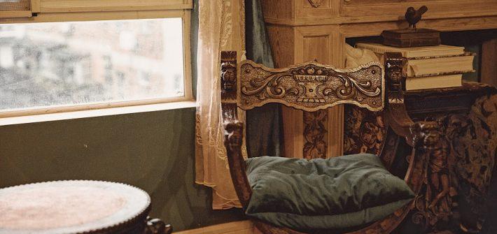 antique-books-chair-2168227